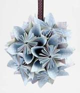 Papierová kvetinová dekorácia