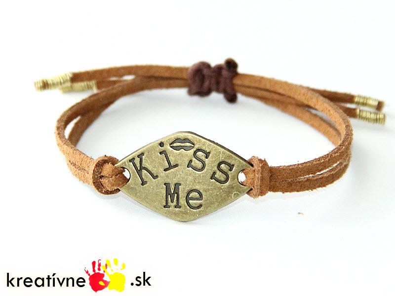Návod na náramok s nápisom Kiss me