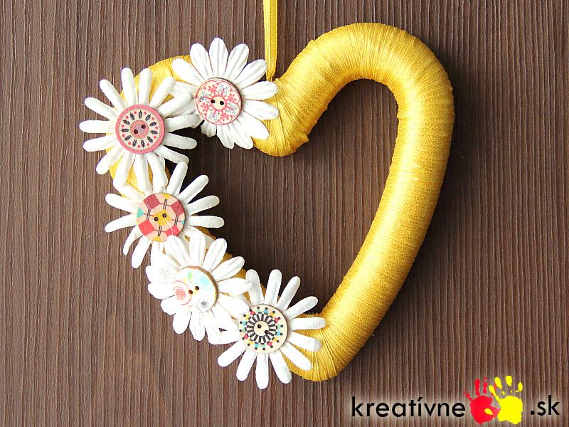 Návod na dekoráciu srdce s gombíkmi